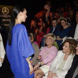 Terelu Campos y María Teresa Campos miran con admiración a Alejandra Rubio tras desfilar para Ágatha Ruiz de la Prada