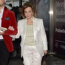 María Teresa Campos llega al desfile otoño/invierno 2020-2021 de Ágatha Ruiz de la Prada en la Madrid Fashion Week