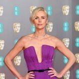 Charlize Theron en la alfombra roja de los Premios BAFTA 2020