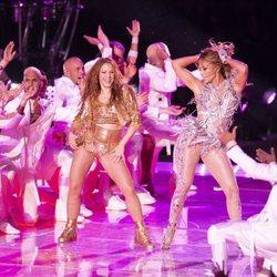 Jennifer Lopez y Shakira durante su actuación en la Super Bowl 2020