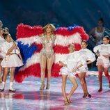 Jennifer Lopez con su hija Emme actuando en la Super Bowl 2020