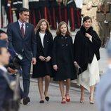 Pedro Sánchez, la Princesa Leonor, la Infanta Sofía y la Reina Letizia llegando a la Apertura de la XIV Legislatura