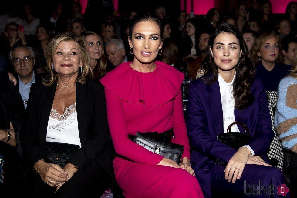 Cari Lapique, Nieves Álvarez y Alessandra de Osma en el desfile de Pertegaz 2020