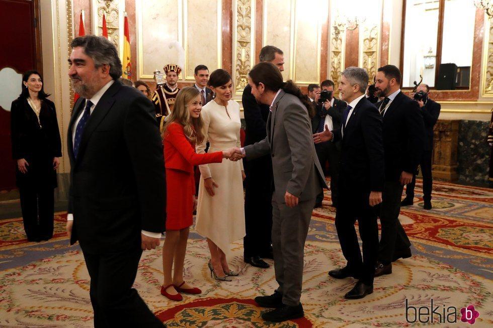 Pablo Iglesias saludando a la Princesa Leonor en la Apertura de la XIV Legislatura