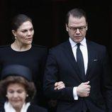 Los Príncipes Victoria y Daniel de Suecia en el funeral de Dagmar von Arbin