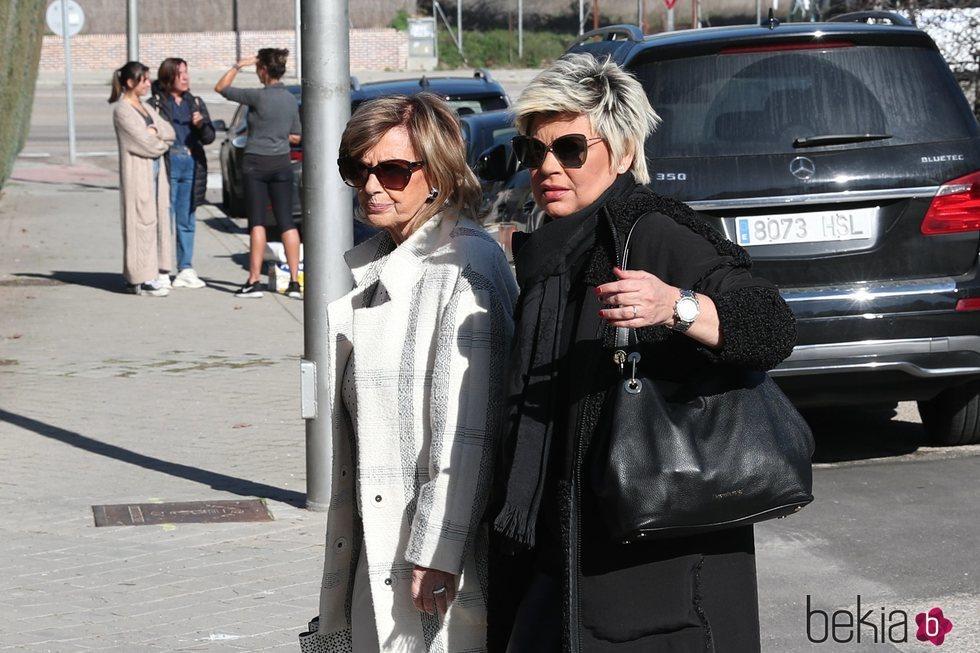 María Teresa Campos y Terelu Campos viendo pisos por Madrid