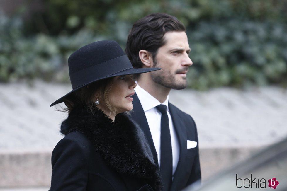 Los Príncipes Carlos Felipe y Sofía de Suecia en el funeral de Dagmar von Arbin