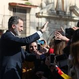 El Rey Felipe saluda a los ciudadanos y ciudadanas de Écija