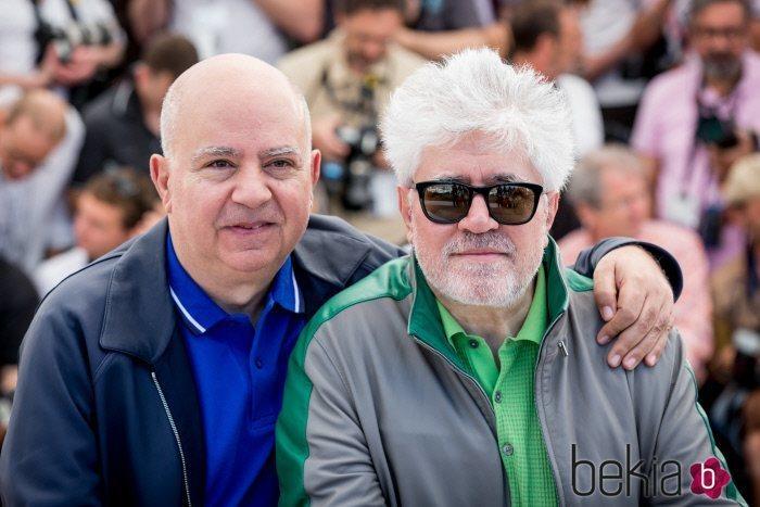 Pedro Almodóvar y Agustín Almodóvar en la presentación de 'Julieta' en el Festival de Cannes