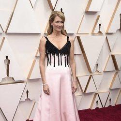 Laura Dern en la alfombra de los Oscar 2020