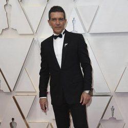 Antonio Banderas en la alfombra de los Oscar 2020