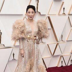 Sandra Oh en la alfombra de los Oscar 2020