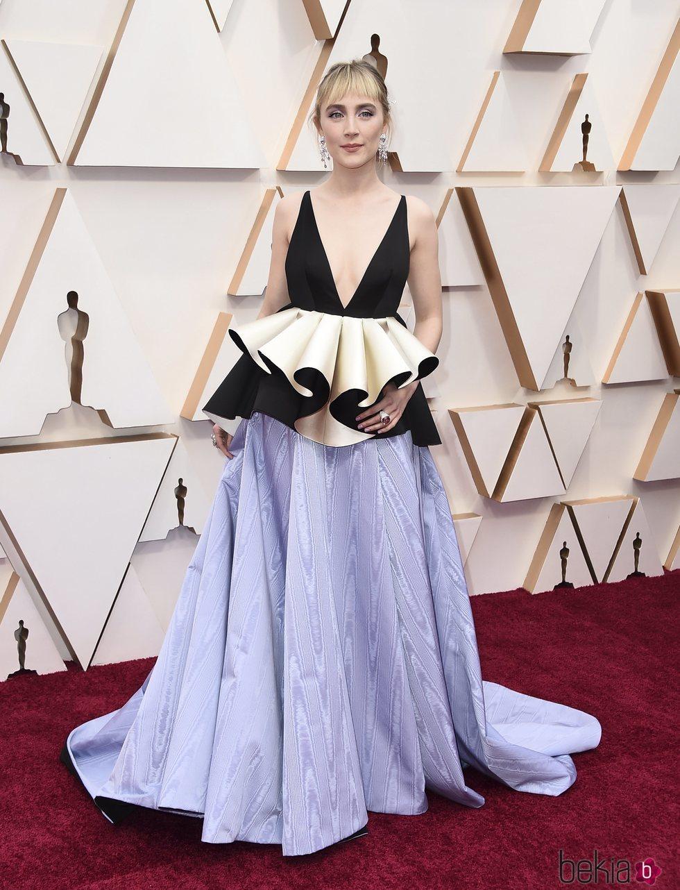 Saoirse Ronan en la alfombra de los Oscar 2020