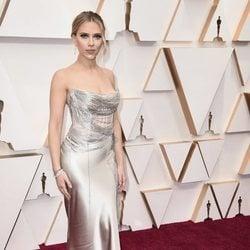 Scarlett Johansson en la alfombra de los Oscar 2020