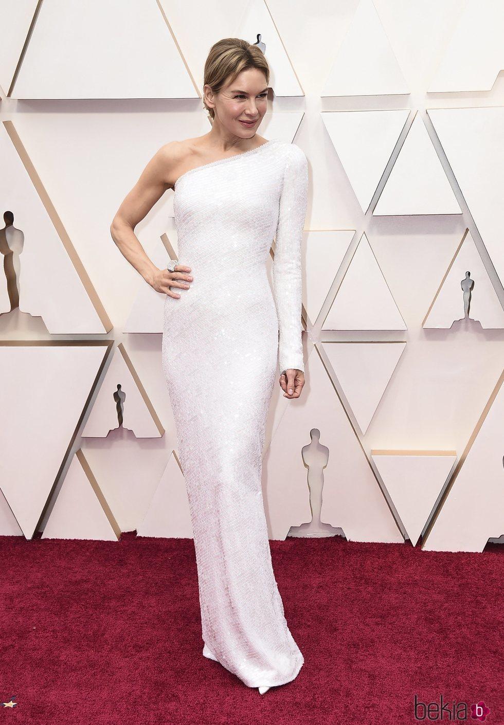 Renee Zellweger en la alfombra roja de los Oscar 2020