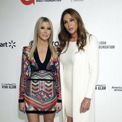 Caitlyn Jener y Sofia Hutchins en la fiesta organizada por Elton John tras los Oscar 2020