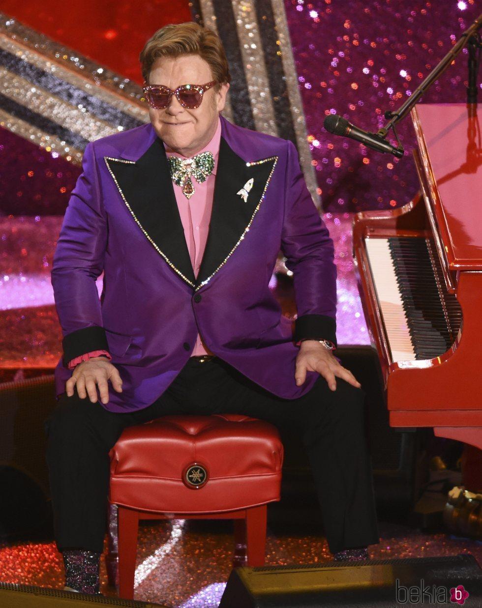 Elton John actuando en los Premios Oscar 2020