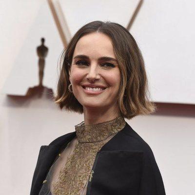 Natalie Portman en la alfombra roja de los Oscar 2020