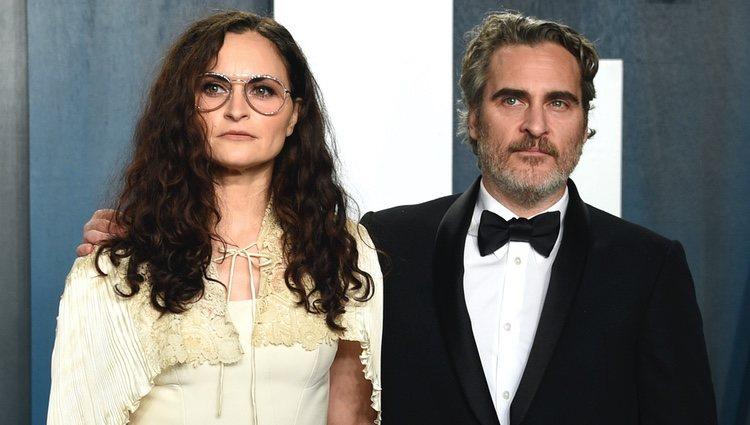 Joaquin Phoenix con su hermana Rain en la fiesta de Vanity Fair tras los Oscar 2020