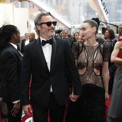 Joaquin Phoenix y Rooney Mara en los Premios Oscar 2020