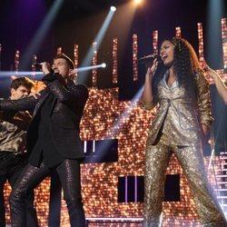 Nia Peeples y Bruno Carrasco durante su actuación en la Gala 4 de 'OT 2020'