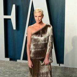 Charlize Theron en la fiesta de Vanity Fair tras los Oscar 2020