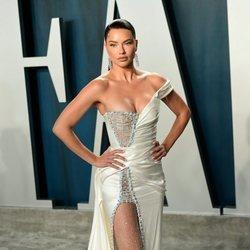 Adriana Lima en la fiesta de Vanity Fair tras los Oscar 2020