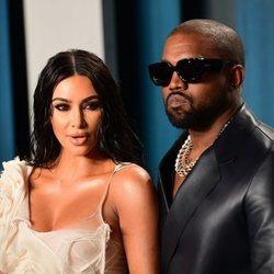 Kim Kardashian y Kanye West en la fiesta de Vanity Fair tras los Oscar 2020
