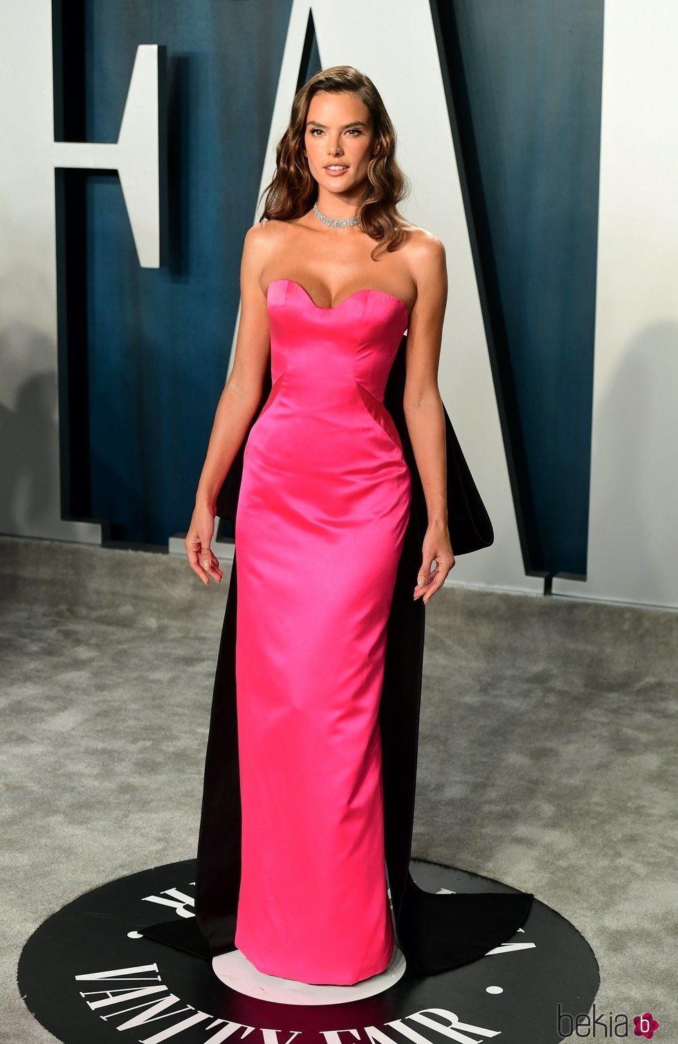 Alessandra Ambrosio en la fiesta de Vanity Fair tras los Oscar 2020