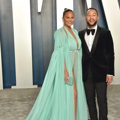 Chrissy Teigen y John Legend en la fiesta de Vanity Fair tras los Oscar 2020