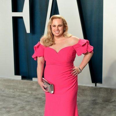 Rebel Wilson en la fiesta de Vanity Fair tras los Oscar 2020