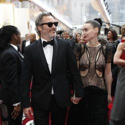 Joaquin Phoenix y Rooney Mara juntos en los Premios Oscar 2020