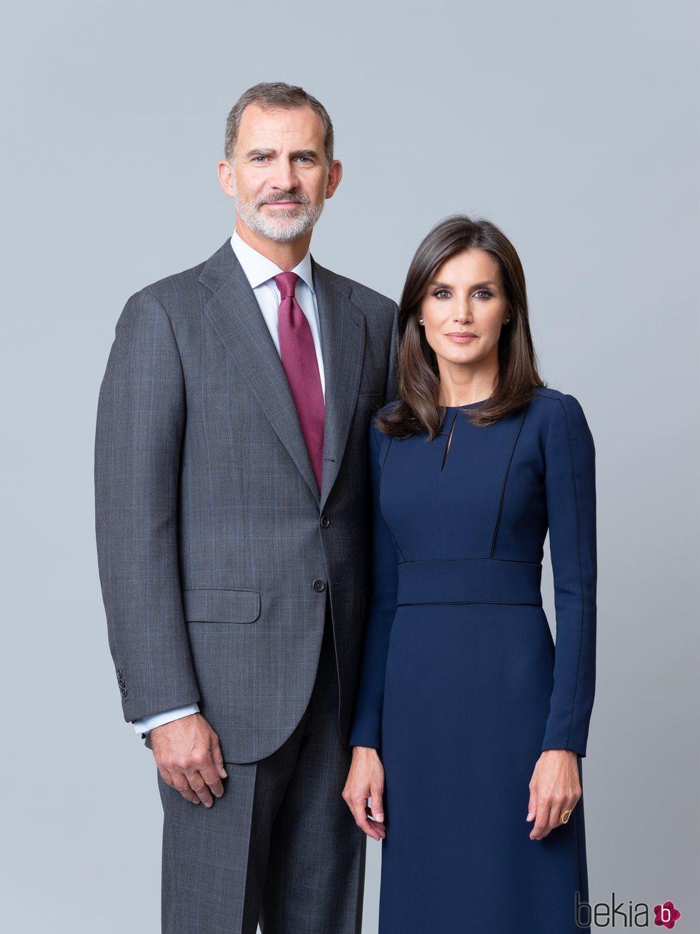 Retrato oficial de los Reyes Felipe y Letizia