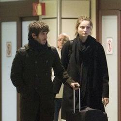 Quim Gutiérrez y Paula Willems en el aeropuerto de Madrid