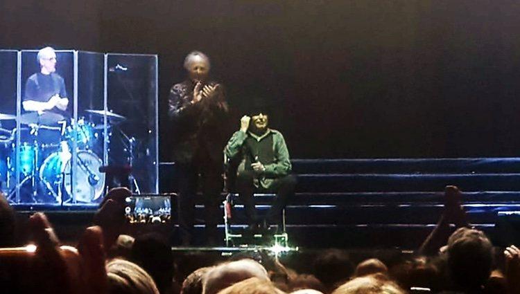 Joaquín Sabina hablando después de su caída en su concierto en Madrid