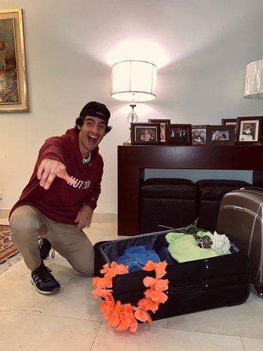 Alejandro Reyes haciendo la maleta para irse a 'Supervivientes 2020'