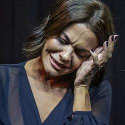 María José Suárez llorando por la muerte de Miguel Ángel Jiménez tras un desfile en CODE41 de Sevilla