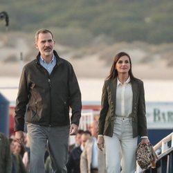 El Rey Felipe VI y la Reina Letizia llegando a Bajo de Guía (Cádiz)
