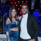 Pol Badía y Nuria MH posando juntos en la gala final de 'El tiempo del descuento'