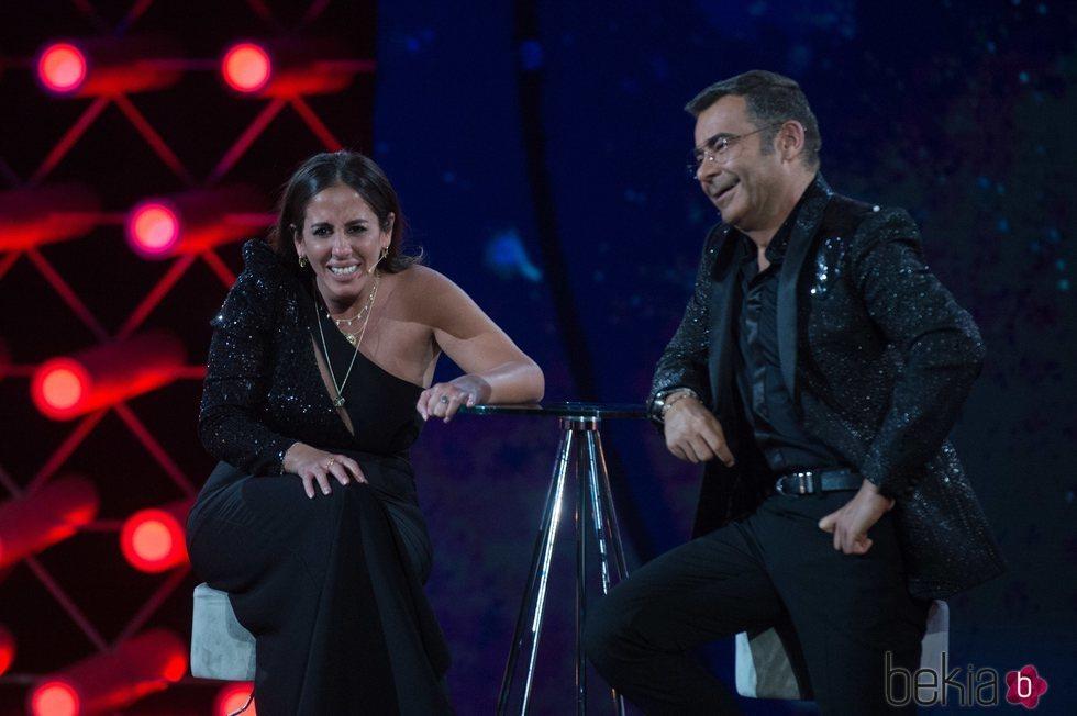 Anabel Pantoja con Jorge Javier Vázquez en la gala final de 'El tiempo del descuento'