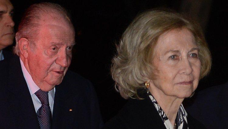 Los Reyes Juan Carlos y Sofía en la capilla ardiente de Plácido Arango