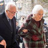 Alberto y Paola de Bélgica entrando a la misa en recuerdo a los miembros fallecidos de la Familia Real Belga