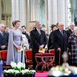 Alberto y Paola de Bélgica junto a los Reyes Felipe y Matilde en la misa en recuerdo a los miembros fallecidos de la Familia Real Belga