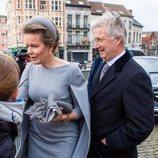 Los Reyes Felipe y Matilde entrando a la misa en recuerdo a los miembros fallecidos de la Familia Real Belga