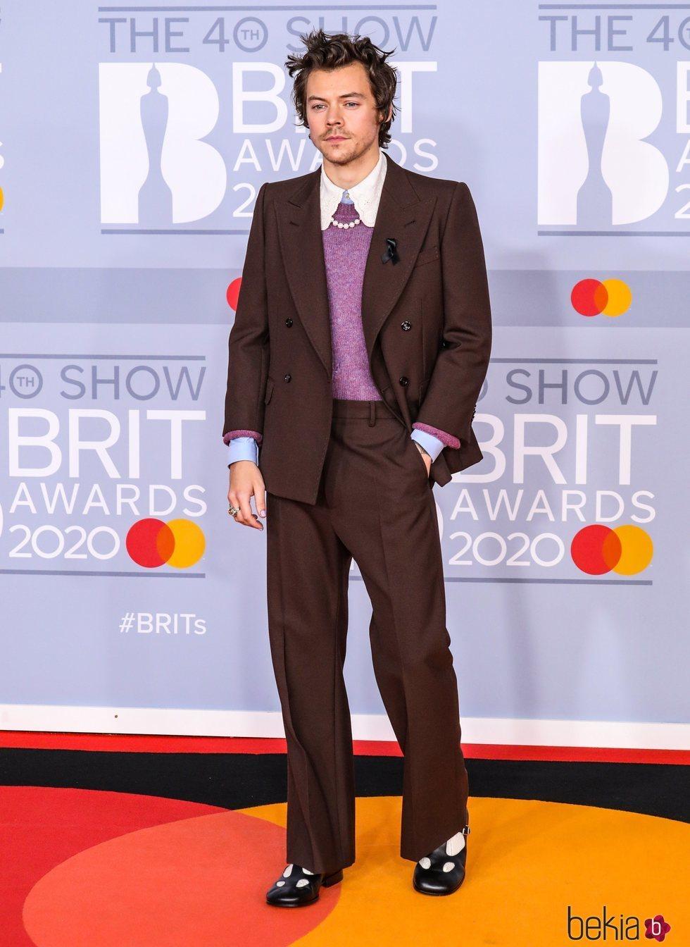 Harry Styles en la alfombra roja de los Brit Awards 2020