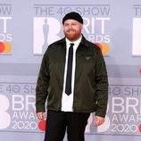 Tom Walker en la alfombra roja de los Brit Awards 2020