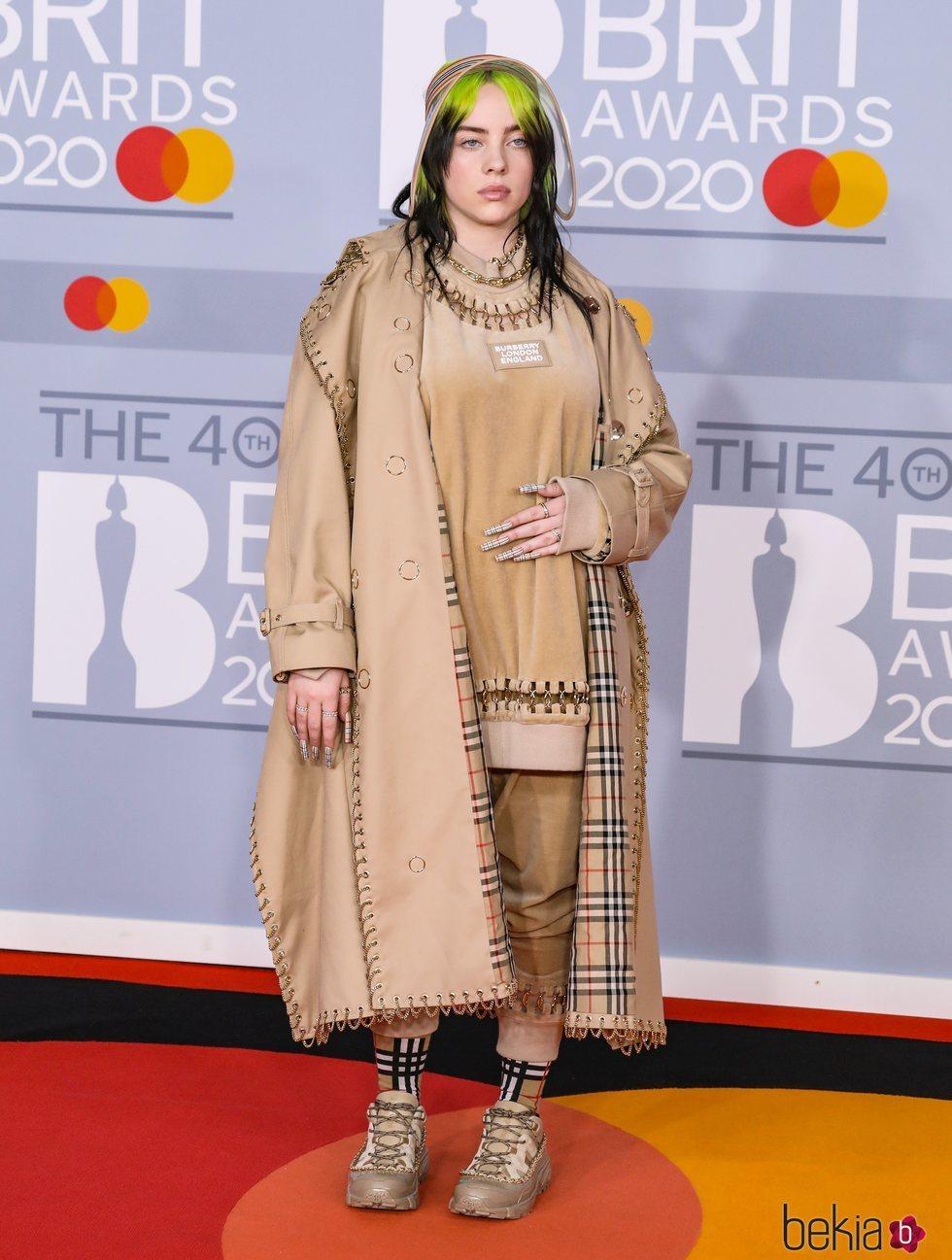 Billie Eilish en la alfombra roja de los Brit Awards 2020