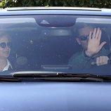 Iñaki Urdangarin saluda junto a una sonriente Infanta Cristina al terminar su segundo permiso carcelario