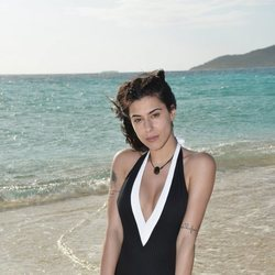 Bea Retamal posando en la playa en la foto oficial de 'Supervivientes 2020'