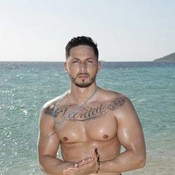 Nyno Vargas en la playa en la foto oficial de 'Supervivientes 2020'